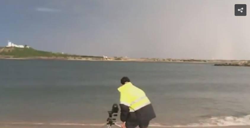 Fotografo colpito da un fulmine in spiaggia australiana, sopravvive