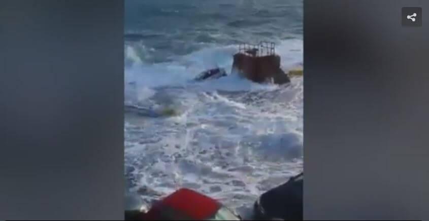 Maltempo a Malta, video delle auto travolte dal mare in tempesta