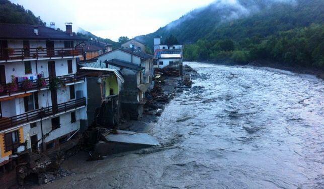 Alluvione Emilia-Romagna: situazione critica in provincia di Piacenza, ponti ed abitazioni crollate