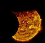 """La """"doppia eclissi solare"""" catturata dalla NASA"""