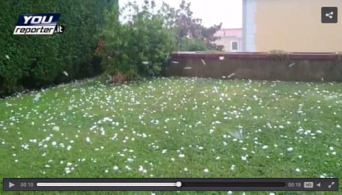 Grandine Napoli, pubblicato video eccezionale che mostra la dimensione dei chicchi caduti a Pozzuoli
