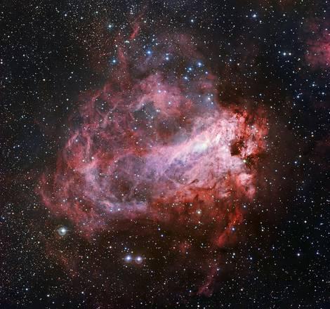 """Le immagini della """"Rosa Cosmica"""", una nebulosa di colore rosso con sfumature rosa"""