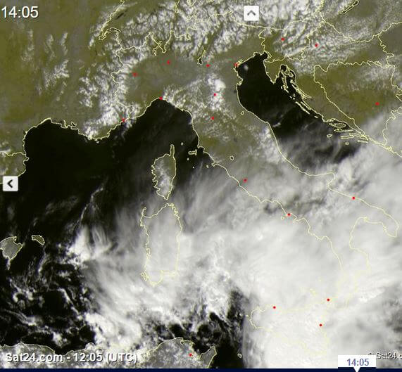 Tempo in atto: imponente fronte temporalesco al Sud Italia