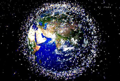 Detriti spaziali: il 13 novembre un grosso rottame precipiterà sulla Terra