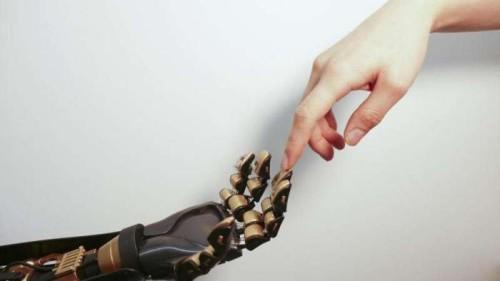 Realizzata la pelle artificiale con sensibilità tattile