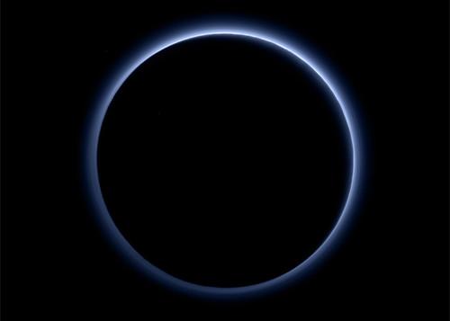 Plutone: New Horizon fotografa l'atmosfera, immagini a colori