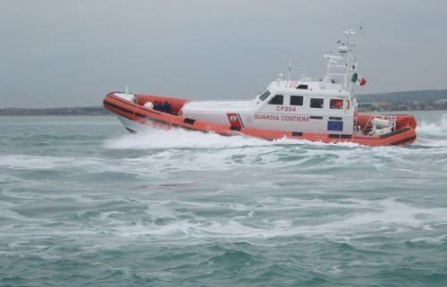 Maltempo: due pescatori dispersi a Viareggio, ritrovato il peschereccio