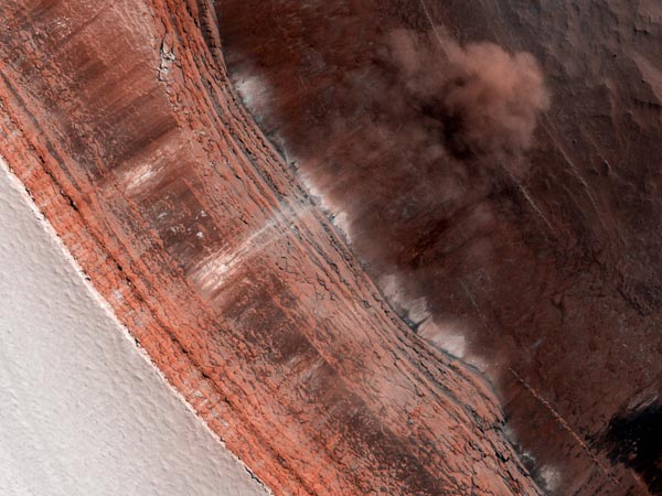 Valanghe di ghiaccio su Marte, le immagini del Mro