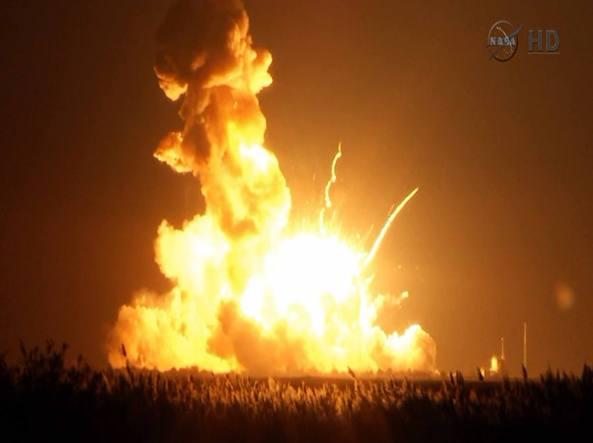 Rese note dalla nasa le immagini del razzo antares esploso - Immagini stampabili a razzo ...