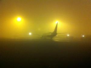 Nebbia a Londra: piloti atterrano al buio, video diffuso sul web