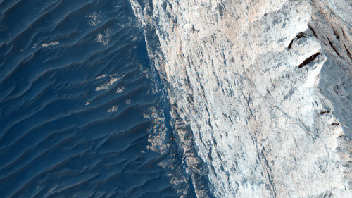 NASA: scattata immagine incredibile del canyon di Ofir su Marte, nella Valles Marineris