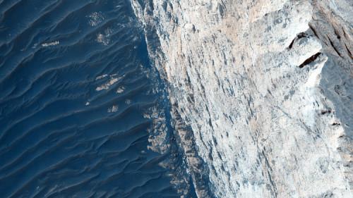 NASA: scattata immagine incredibile del canyon di Ofir su Marte, nella Valles Marineris