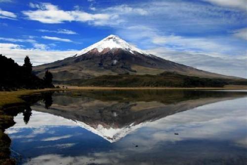 Cotopaxi: uno dei vulcani più pericolosi al mondo da segni di attività
