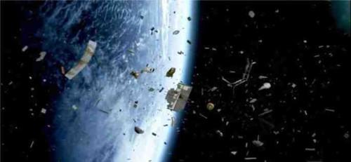 Detriti spaziali: domani 13 novembre un grosso rottame precipiterà sulla Terra