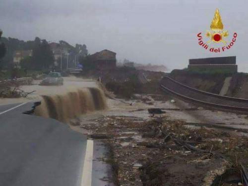 Meteo Calabria: disastrosa la situazione a Brancaleone, devastata la SS106 e la ferrovia