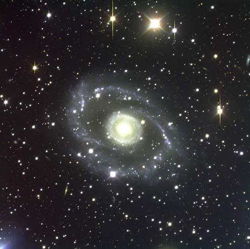 Telescopio Hubble fotografa LEDA, la galassia più solitaria e anomala dell'Universo