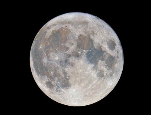 Asse della Luna: è inclinato per colpa di un bombardamento di corpi celesti