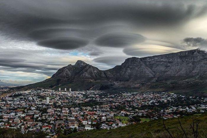 Nubi lenticolari come fossero UFO a Cape Town