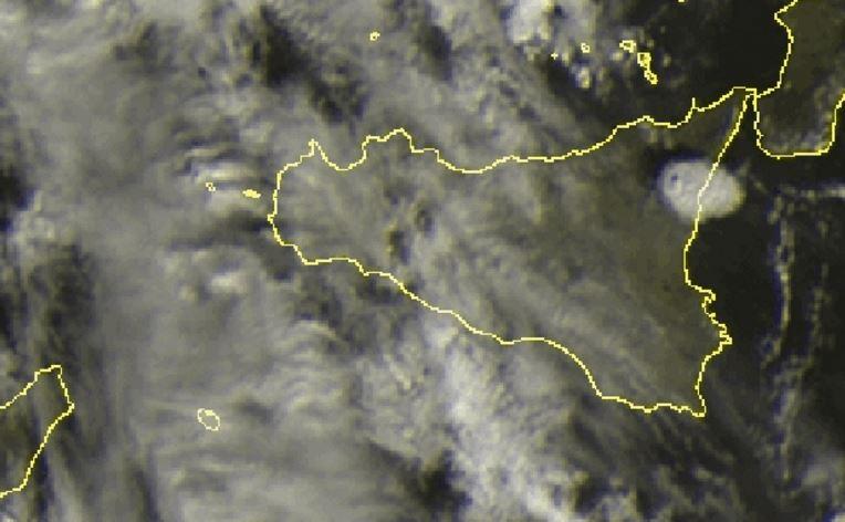 Eruzione Etna: la nube di cenere vista dal satellite