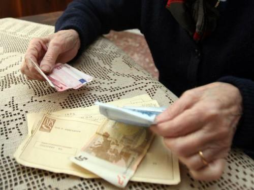 Falso medico dell'INPS entrava nelle case degli anziani per derubarli