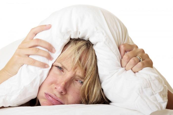 Rischi dell'insonnia e del dormire poco: dal calo del desiderio sessuale al cancro al seno