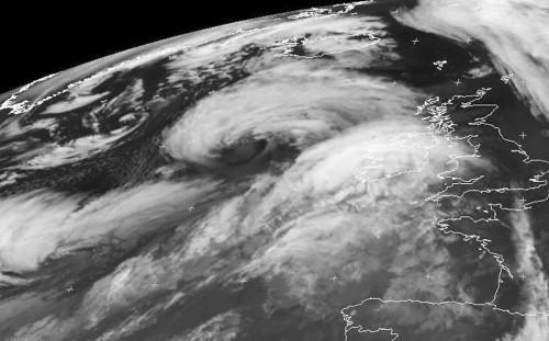 Profonda depressione a NW del Regno Unito, attese onde fino a 10 metri