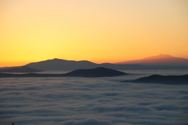 Umbria: l'affascinante fenomeno della nebbia nel fondovalle