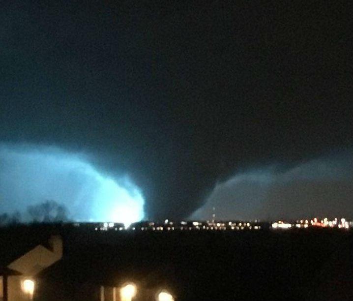 Tornado negli Stati Uniti, pauroso video del vortice di Rowlette nel cuore della notte