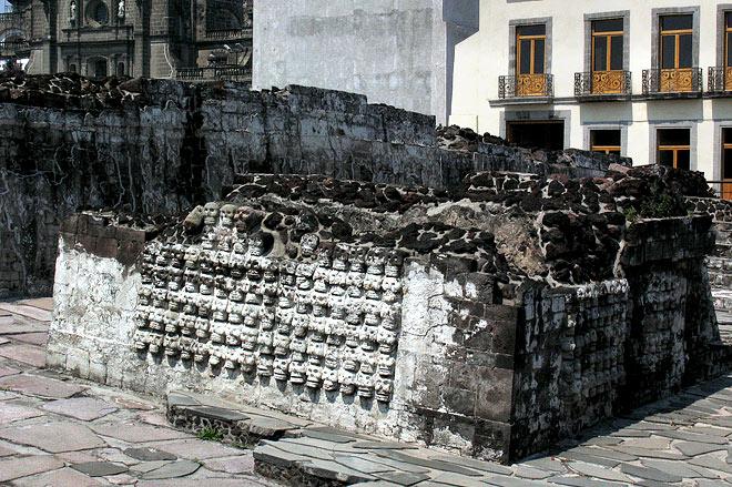 Città del Messico: al di sotto del Templo Mayor scoperte le tombe dei re aztechi
