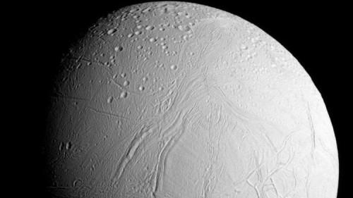 Saturno, misterioso ritrovamento sulla Luna Encelado