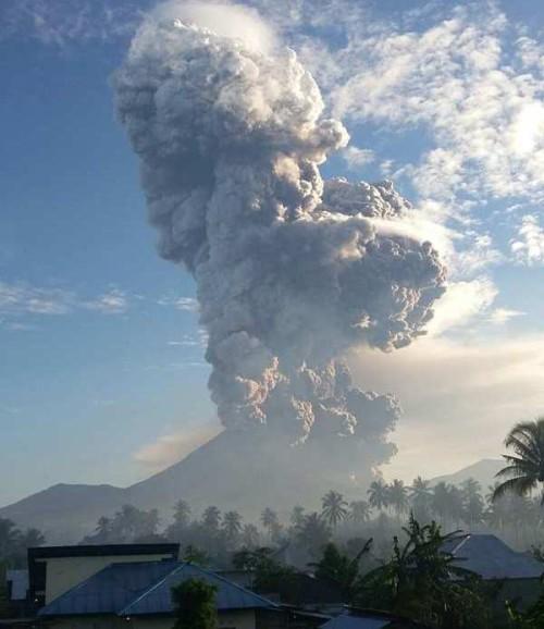 Vulcano Soputan, violenta eruzione nella giornata di ieri