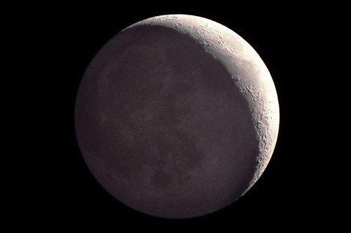 Misteri del Sistema Solare: potremmo vivere sulla Luna?