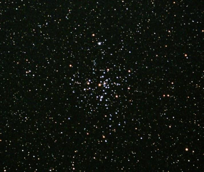 Astronomia: ammasso stellare M41 in primo piano nel cielo