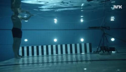 Scienziato si spara in acqua per dimostrare le leggi della fisica