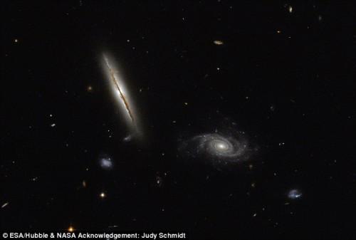 Telescopio Hubble, individuata una misteriosa galassia