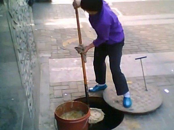Cina: non si arresta l'utilizzo di olio di fogna per cucinare