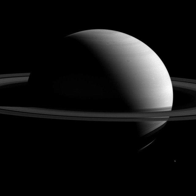 Saturno in tutta la sua interezza: la foto della Nasa