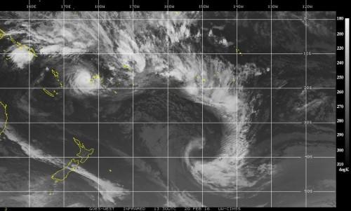 Ciclone Winston sulle Isole Fiji, landfall al massimo della sua forza, venti fino a 350 chilometri orari