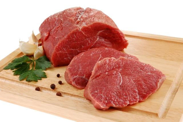 Carne, ecco cinque consigli per mangiarla senza problemi