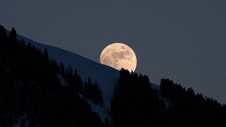 Luna piena, come influenza l'atmosfera terrestre