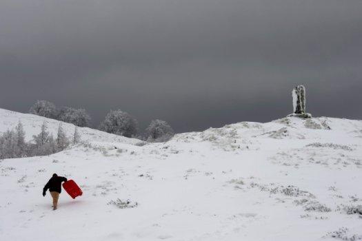 Meteo, tanta neve sulle montagne dell'Algeria, sui Balcani sfiorati i 30 gradi