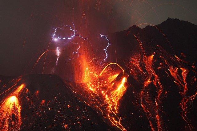 Giappone, violenta eruzione del vulcano Sakurajima