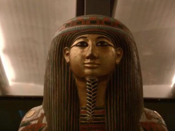 Archeologia, misteriose impronte sul coperchio di un sarcofago egiziano