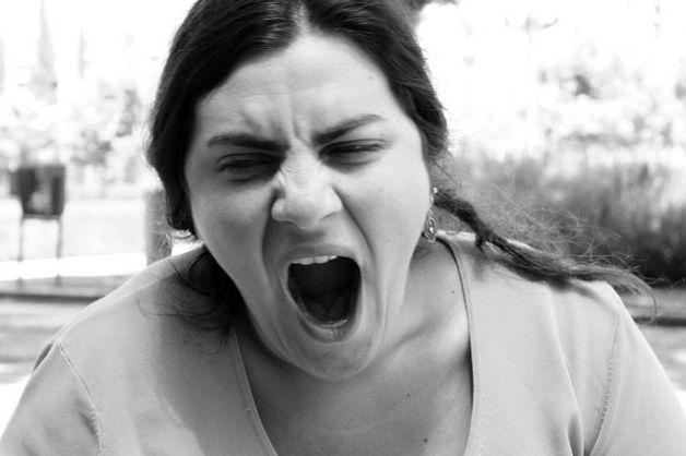 Sbadigli, le donne sono più empatiche degli uomini