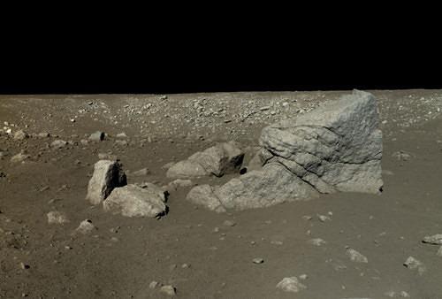 Astronomia, ecco le prime foto a colori della Luna
