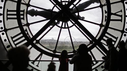 Scienza, spiegato il motivo per il cui il tempo scorre in avanti