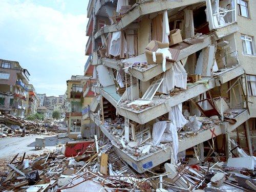 Terremoto Taiwan, il video della forte scossa in un'abitazione