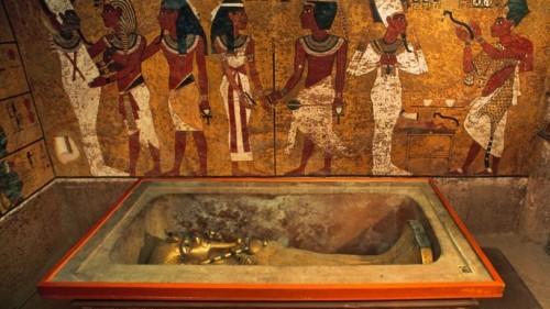 Egitto, la tomba di Tutankhamon nasconderebbe un tesoro inestimabile