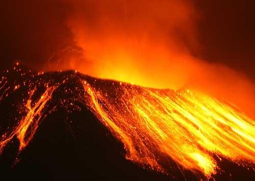Il respiro dei vulcani che prelude ad imminenti eruzioni