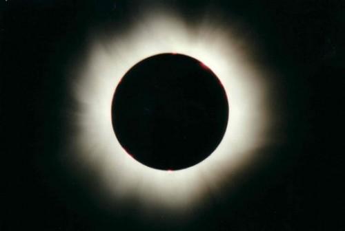 Eclissi solare totale, ecco dove e come osservarla